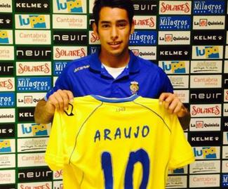 Las Palmas finalise full transfer of Sergio Araujo from Boca Juniors.