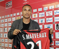 Newcastle United midfielder Sylvain Marveaux has joined French Ligue 1 club Guingamp on a season-long loan.