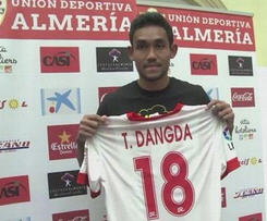 Almeria have announced signing of Thai striker, Teerasil Dangda on loan from Muangthong United in Thailand for the 2014-15 season, with an option to buy.