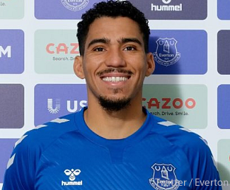 Everton have signed Brazilian midfielder Allan from Napoli on a three-year contract for a fee believed to be around £21.7m.