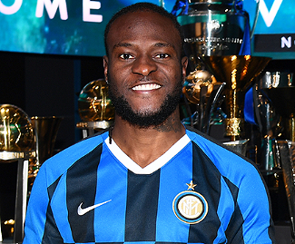 Victor Moses has signed for Inter Milan on a loan deal with an option to buy from Chelsea.