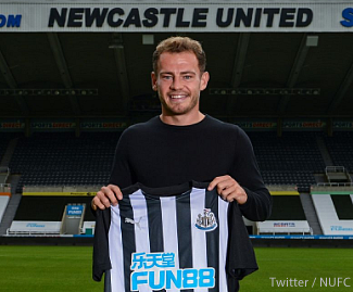 Newcastle have confirmed the signing of free agent Ryan Fraser on a five-year deal.