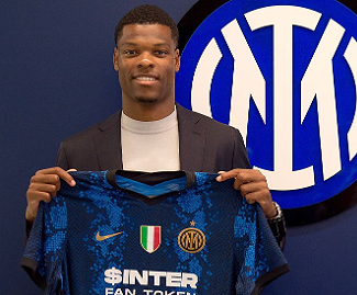 Inter have completed the signing of Dutch international wing-back Denzel Dumfries from PSV Eindhoven.