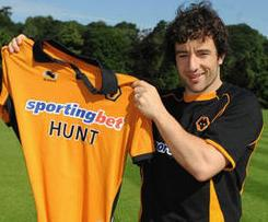 Stephen Hunt has left Hull City for Wolverhampton Wanderers in a £3million deal.