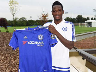 Chelsea have signed Ghana left back Abdul Rahman Baba from Bundesliga club Augsburg.