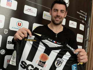 SCO Angers have completed the signing of French midfielder Thomas Mangani from Chievo Verona for an undisclosed fee.