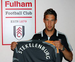 Fulham have signed Netherlands goalkeeper Maarten Stekelenburg from AS Roma