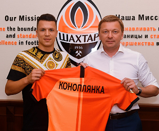 Yevhen Konoplyanka has signed for Shakhtar Donetsk on a three-year contract from Schalke.