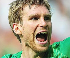 Arsenal have completed the signing of Per Mertesacker's transfer from Werder Bremen