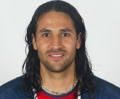 AC Milan have sealed the summer signing of Chievo defender Mario Yepes.