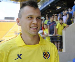 Denis Cheryshev leaves Real Madrid in loan move to Villarreal.