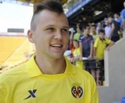 Denis Cheryshev leaves Real Madrid in loan move to Villarreal.