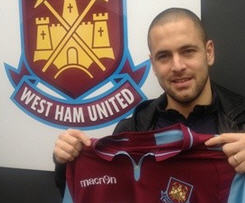 West Ham have completed the free transfer of midfielder Joe Cole from Liverpool on an 18-month contract.
