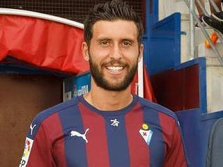 Eibar have completed the signing of striker Borja Baston from Atletico Madrid on a season-long loan.
