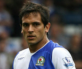 Blackburn have signed former star Roque Santa Cruz from Manchester City on loan until the end of the season.