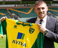 Norwich City have confirmed the signing of Celtic striker Gary Hooper for a fee thought to be around £5m.