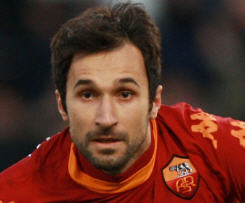 Juventus have confirmed the signing of Montenegro international forward Mirko Vucinic from Roma